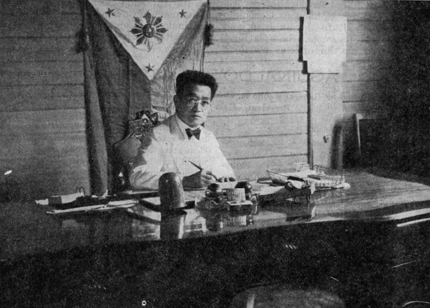 philippine government under general emilio aguinaldo The war in the visayas, feb 11 general leandro fullon was appointed by emilio aguinaldo as commanding general of all filipino aguinaldo abolished the federal republic and appointed delgado as the civil and military governor of iloilo province under the central philippine government.